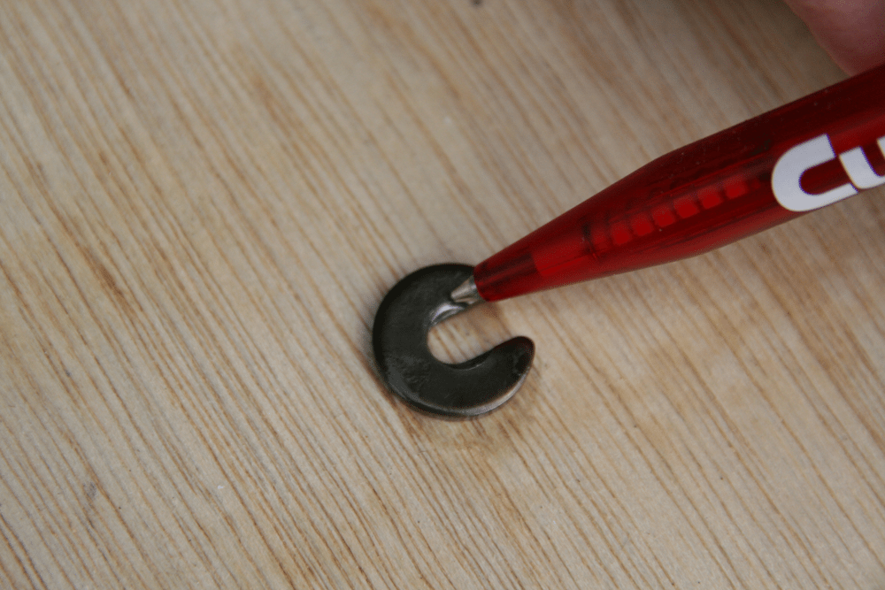 Showing the wear to the valve lock