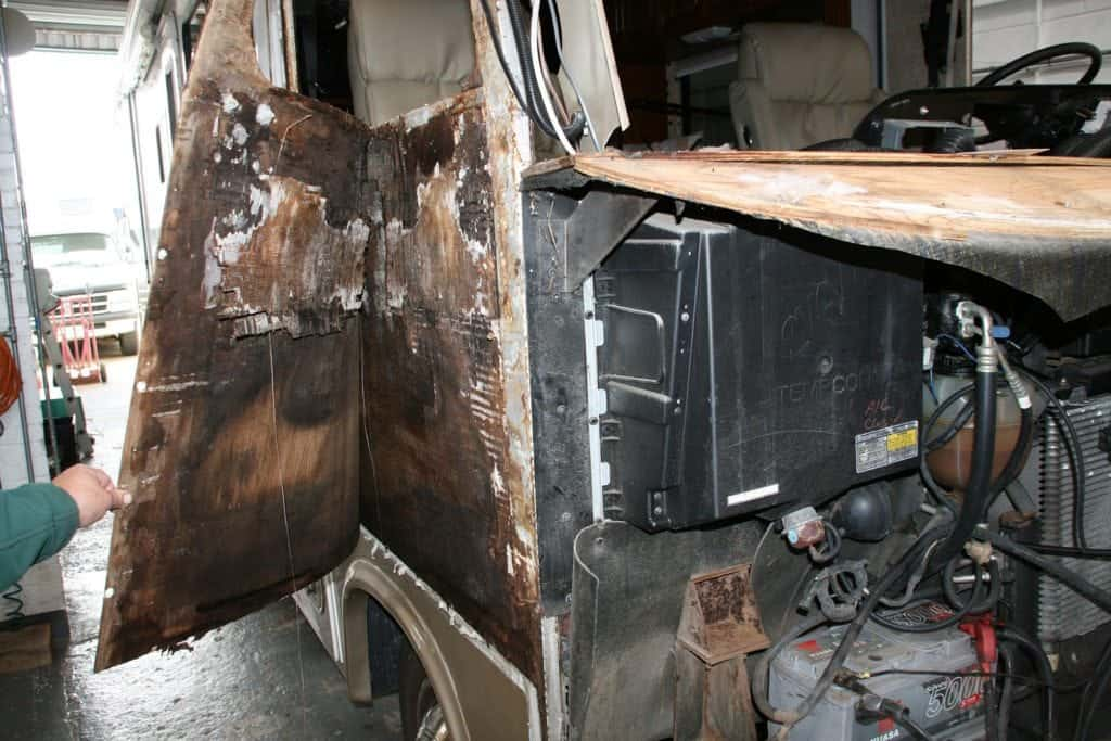 Fourwinds Hurricane Motorhome removing fibreglass skin