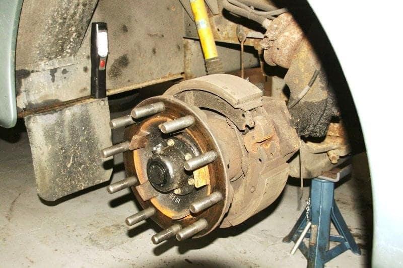 motorhome-servicing-wheel-studs